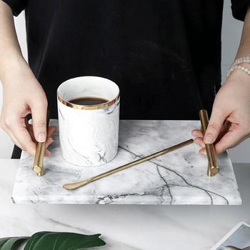 Керамична табла за сервиране с позлатени дръжки и мраморен ефект