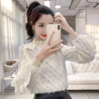 Модерна дамска блуза с ниска яка,пайети и дантела