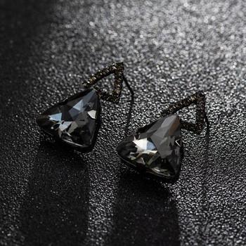 Елегантни дамски обеци с черни камъни