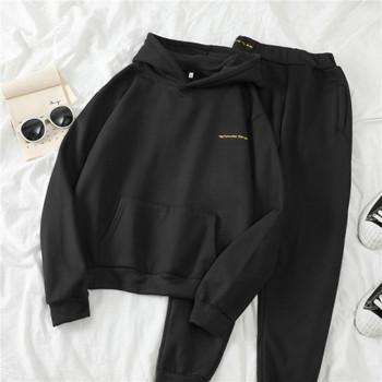 Дамски спортен комплект включващ суичър с качулка и панталон