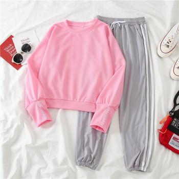 Спортен дамски комплект - блуза с овално деколте и панталон с кантове