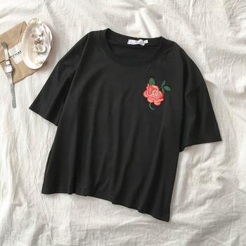 Ежедневна дамска тениска с къс ръкав и флорална бродерия