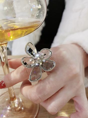 Модерен дамски регулируем пръстен с камъни във формата на цвете