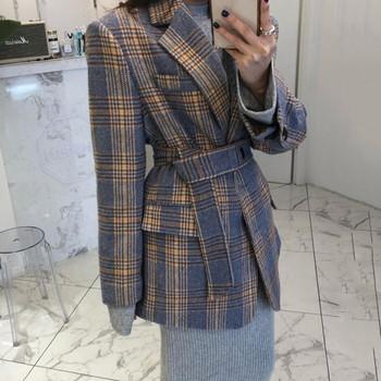 Дамско карирано палто с шпиц яка -широк модел
