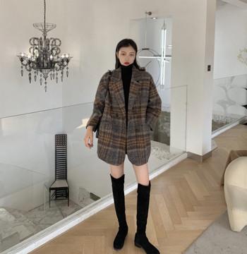 Карирано дамско палто широк модел с джобове