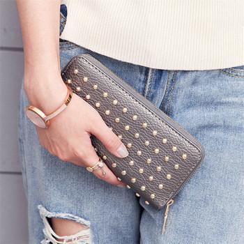 Ежедневен дамски портфейл с нитове и цип