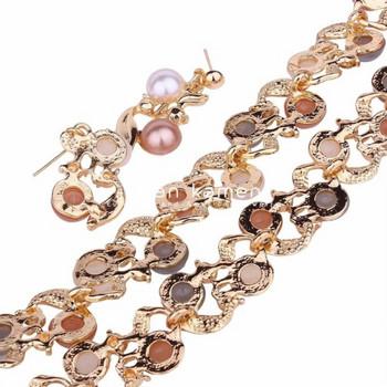 Дамски комплект от колие и обеци с цветни перли и камъни