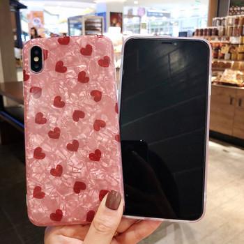 Калъф за  iPhone XS с лъскав ефект и червени сърца