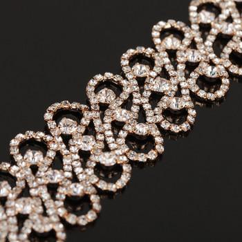 Стилна дамска гривна златиста и сребриста с камъни