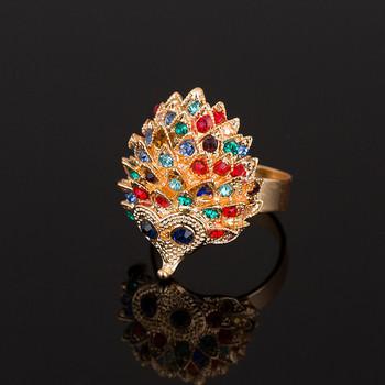 Модерен дамски пръстен във формата на таралеж с цветни камъни