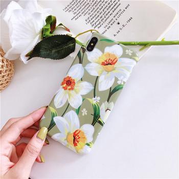 Многоцветен калъф за  iPhone XS  с цветя - три модела