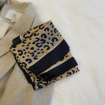 Актуален дамски копринен шал с леопардов десен