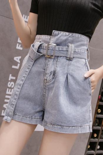 Къс дънков панталон с висока талия и асиметрично закопчаване
