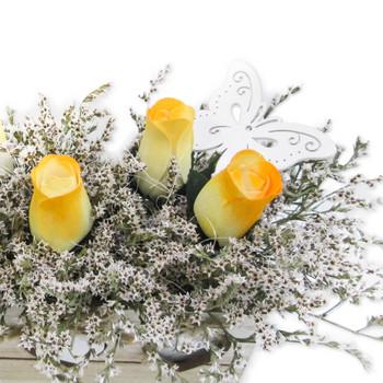 Жълти рози от дърво