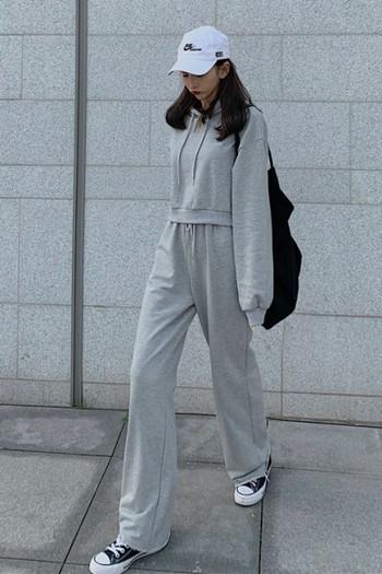 Спортен дамски комплект от суичър с качулка и панталон