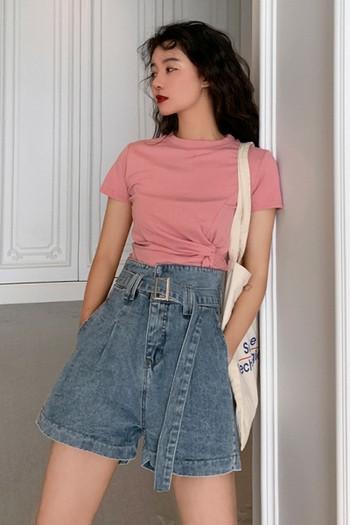 Къси дънкови панталони с висока талия и колан - широк модел