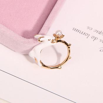 Актуален дамски пръстен с камък и заек