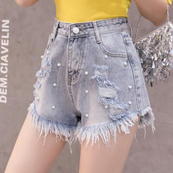 Къси дънкови светли панталони със скъсани мотиви и перли