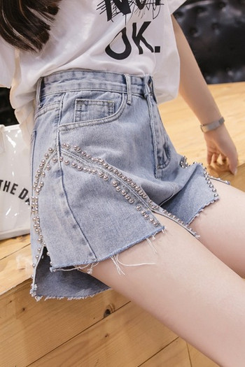 Къси модерни дънки с метални пулове