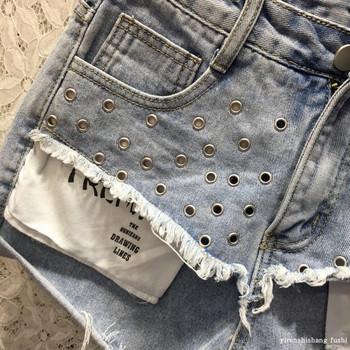 Дамски летни дънкови къси панталони с метални нитове