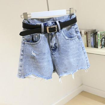 Дамски къси дънкови панталони с  висока талия и скъсани мотиви
