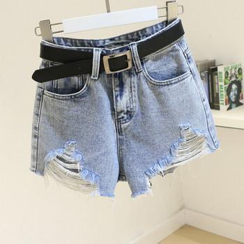 Дамски дънкови къси панталони с колан и скъсани мотиви