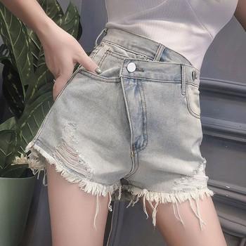 Къс модел дамски дънки с асиметрично закопчаване