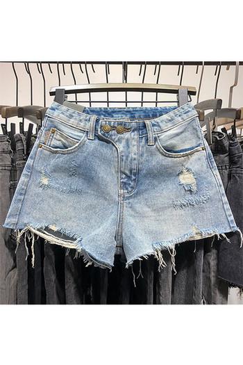 Дамски дънкови къси панталони с разкъсани мотиви