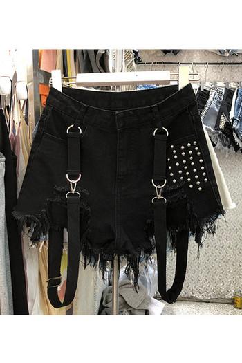 Дамски къси панталони с метални нитове и тиранти