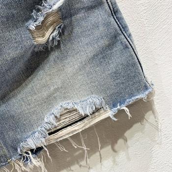 ХИТ Актуални дамски дънкови къси панталони с копчета и разкъсани мотиви