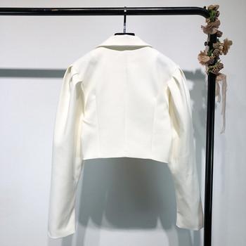Дамско късо ретро палто с ревери в бял цвят