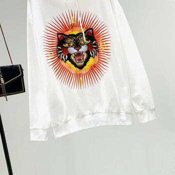 Ежедневен дамски суичър с качулка и бродерия в бял цвят