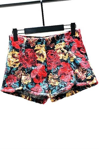Цветни къси дамски панталони с флорален десен