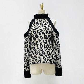 Нов модел дамски пуловер с голи рамене и животински десен