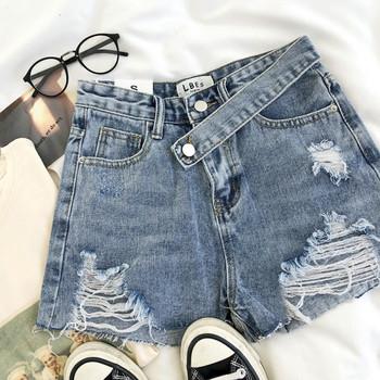 Къси дамски дънкови панталони с висока талия и скъсани мотиви