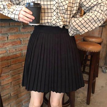 Черна плисирана дамска пола с висока талия