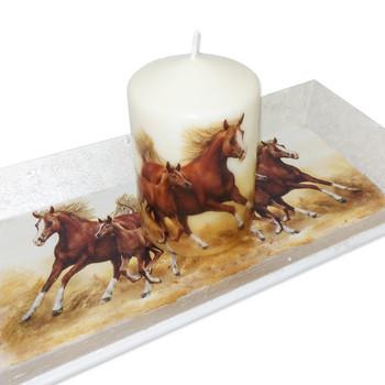 Свещ с подложка Коне