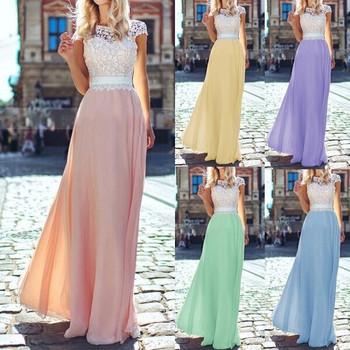 Μακρύ κομψό γυναικείο φόρεμα με δαντέλα και τούλι