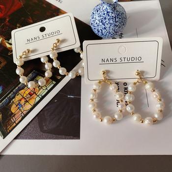 Дамски кръгли обеци в златист цвят с перли