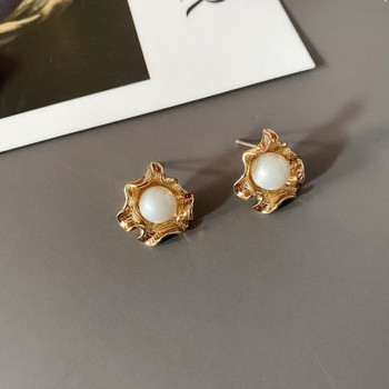Дамски обеци в златист цвят с декорация перли