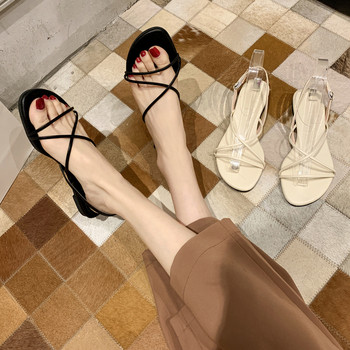Дамски сандали с равна подметка и кръстосани връзки