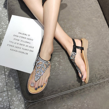 Дамски модерни сандали с камъни и равна подметка