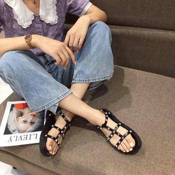 Дамски сандали в черен цвят с нитове