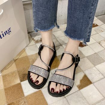 Ежедневни дамски сандали с камъни и катарама
