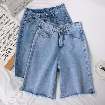 Дамски дънкови 3/4 панталони със скъсани мотиви
