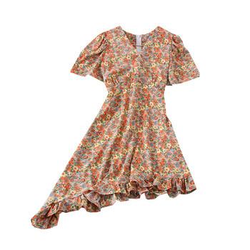 Асиметрична дамска рокля с шпиц деколте и флорален десен