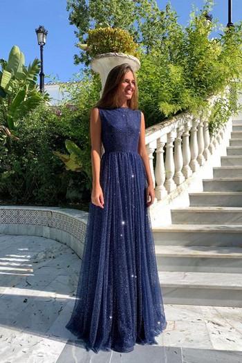 Официална дамска дълга рокля с презрамки и тюл в син цвят