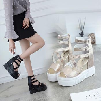Модерни дамски сандали от еко кожа с висока платформа и катарами