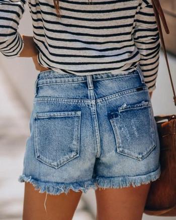 Модерни дамски къси панталони с висока талия и разкъсани мотиви