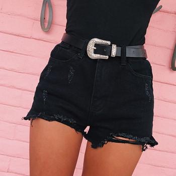 Модерни  дамски къси дънкови панталони с висока талия и разкъсани мотиви